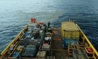 Vết dầu loang và mảnh vỡ tại vị trí máy bay Indonesia rơi