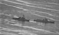 Ảnh chụp chiến hạm Mỹ - Trung áp sát nhau trên Biển Đông