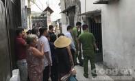 Người thân ngã quỵ khi phát hiện shipper treo cổ ở Sài Gòn