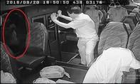 Điều tra vụ côn đồ đập phá, chém 2 xe buýt