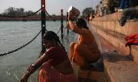 Hai kẻ cưỡng hiếp phụ nữ ngay sông Hằng, quay clip tung lên mạng
