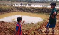 Ba học sinh tiểu học đuối nước thương tâm