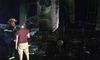 Nửa đêm dập lửa xe container cứu hàng chục tấn đường