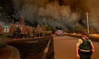 Mỹ dùng cả tù nhân chữa cháy rừng ở California, trả công 2 USD/ngày