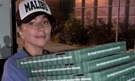 Lady Gaga tiếp tế lương thực cho người dân sau hỏa hoạn