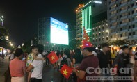 Tám màn hình lớn phục vụ CĐV tại phố đi bộ Nguyễn Huệ