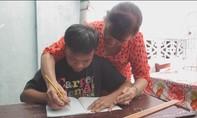 Cô giáo về hưu hết lòng với trẻ em nghèo, khuyết tật
