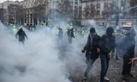 Biểu tình rầm rộ ở Pháp phản đối tăng giá nhiên liệu