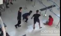 Cấm bay 12 tháng ba đối tượng đánh nhân viên sân bay