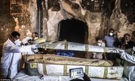 """Ai Cập lần đầu """"mở trực tiếp"""" quan tài xác ướp 3.000 năm tuổi"""