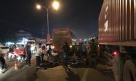 Xe container đậu chiếm hết làn xe máy khiến một thanh niên chết tức tưởi