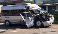Xe khách tông đuôi xe tải, 2 phụ nữ kẹt trong ca-bin