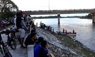 Thanh niên lao xuống sông cứu cô gái nhảy cầu nhưng bất thành