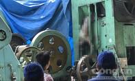 Người đàn ông chết khô lủng lẳng trên chiếc máy dập sắt ở Sài Gòn
