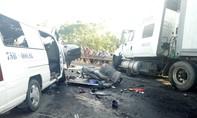 Xe container tông 5 xe máy và 1 ô tô, 12 người bị thương