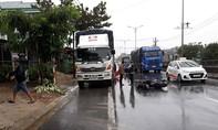 Xe máy tông đuôi xe tải đậu bên đường, một người tử vong