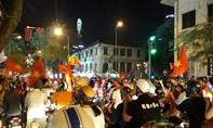 Người Sài Gòn đổ ra đường mừng ĐT Việt Nam vô địch