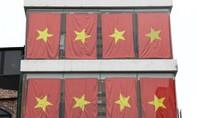 Tòa nhà ở Hà Nội phủ màu cờ Tổ quốc trước trận chung kết