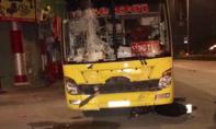Xe khách lao vào bàn nhậu trên lề đường, 2 người tử vong