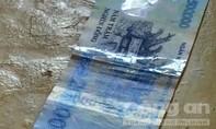 Thủ đoạn cắt ghép tờ 20.000 đồng với tờ 500.000 đồng để lừa đảo