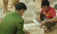 Xe đầu kéo vận chuyển 15.000 gói thuốc lậu vào Nam