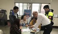 Bốn người Việt đến cảnh sát Đài Loan trình diện