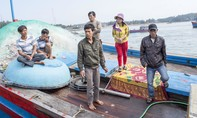 Cứu 7 ngư dân trên tàu cá bị chìm ở biển Hoàng Sa