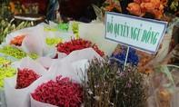 Chợ hoa tươi lớn nhất Sài Gòn hối hả hoa Tết, hoa cho ngày lễ tình nhân