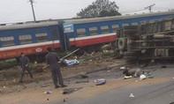 Tàu hỏa đâm xe tải văng xa 5m, tài xế tử vong tại chỗ