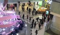 Clip tấn công bằng dao ở trung tâm thương mại Bắc Kinh, 1 người chết