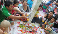 Ấm áp 'bữa ăn đầu năm' cho bệnh nhi phải đón Tết ở bệnh viện