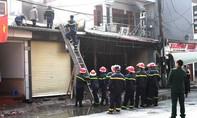 Cháy quán lẩu, nhà hàng xóm bị thiêu rụi