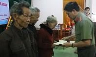 Báo Công an TP.HCM trao quà Tết tại Quảng Bình, Quảng Trị