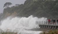 Hàng trăm du khách kẹt ở New Zealand vì bão