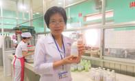 Nữ bác sĩ đầu tiên ở Việt Nam sản xuất sữa dành cho bệnh nhân nghèo