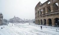Tuyết rơi dày, Rome đóng cửa nhiều địa điểm tham quan