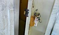 """Khóa cửa kiểu """"mời"""" trộm vào nhà"""