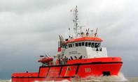 Tàu CSB 9001 cứu sống 12 thuyền viên trôi trên biển