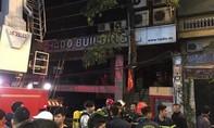Cháy nhà hàng, cứu 17 người mắc kẹt