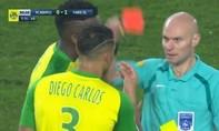 Trọng tài 'trả đũa' cầu thủ ở Ligue I bị 'treo còi' sáu tháng