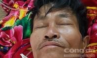 Cưa củi đun Tết, một người bị lưỡi cưa văng trúng cổ