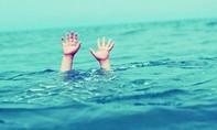 Cứu ba mẹ con cô giáo khỏi chết đuối, nam sinh viên bị nước cuốn tử vong