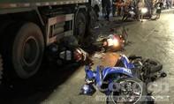"""Xe ben """"ủi bay"""" 6 xe máy ở Sài Gòn, gần chục người nhập viện"""