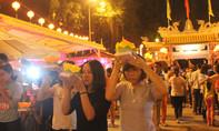 Giới trẻ Đồng Nai nô nức đi chùa Ông thả đèn hoa đăng