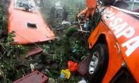 Xe khách lao xuống vực ở đèo Lò Xo, 20 người thương vong