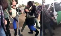 Mỹ: Phẫn nộ cảnh bà mẹ bị bắt trước mặt 3 người con nhỏ