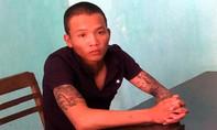 Thanh niên xăm trổ đe dọa người mua bán dưa hấu, đòi tiền 'bảo kê'