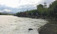 Tắm sông, 3 học sinh lớp 9 mất tích