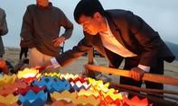Thả đèn hoa đăng tưởng nhớ 64 liệt sỹ Gạc Ma