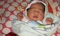 Bé gái hơn một tuần tuổi bị bỏ rơi bên đường